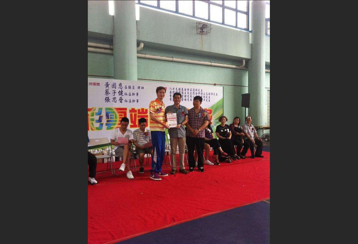 郭忠平教練獲取紀念證書