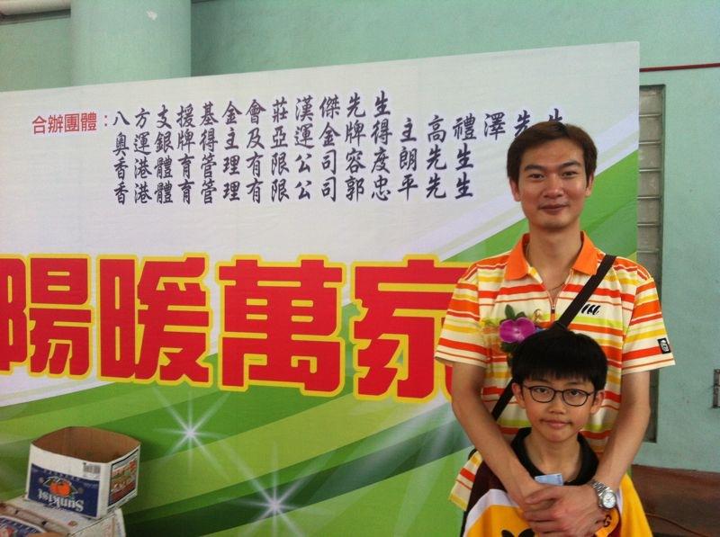 郭忠平教練與本會球員-莊棨甯同學一同拍照留念