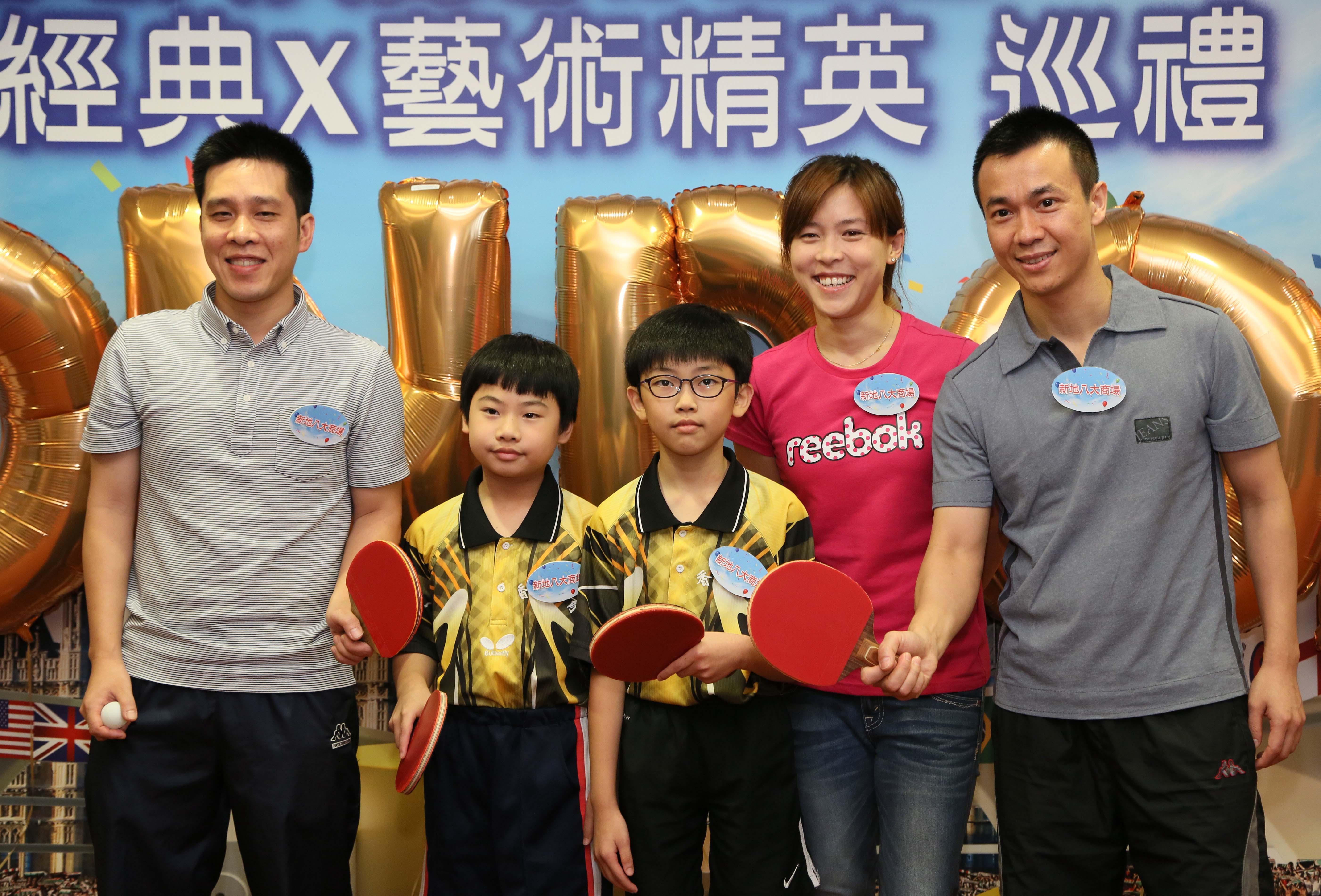 香港奧運孖寶、香港女飛魚-蔡曉慧小姐與本會同學一起拍照留念