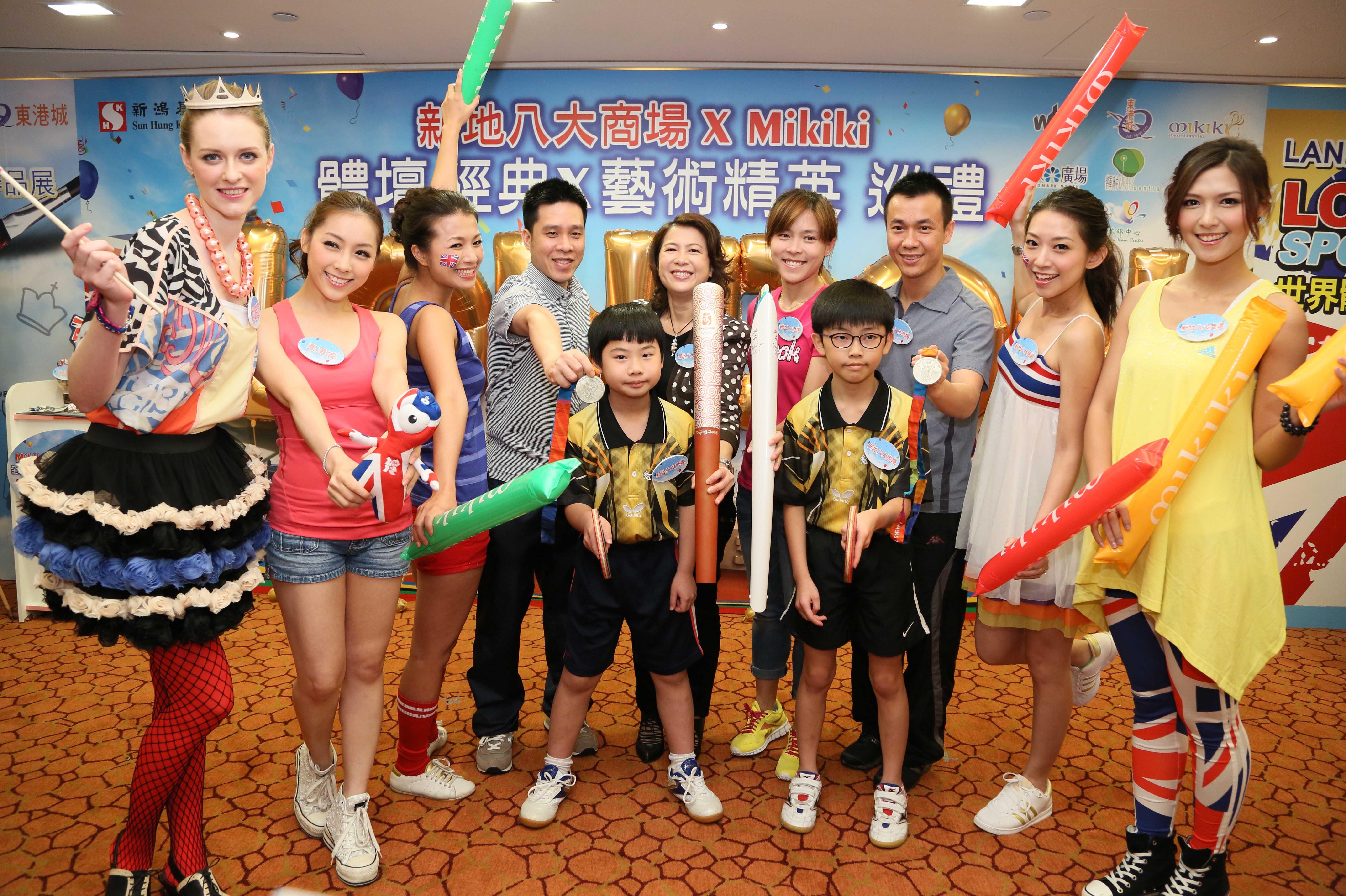 你們看看奧運孖寶手上的是什麼?就是他們為香港贏取奧運奬牌